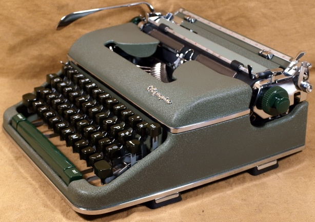 Vintage Typewriter Shoppe 121